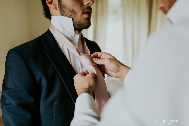 doing best mans tie